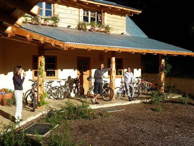 Bike_group_lodge_660